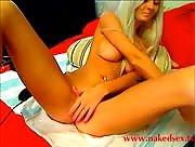 BrilliantMia spreads her legs on cam