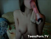 Divine_Angel plays with her dildo