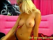 Karolina shows her perfect ass